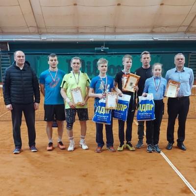 участники теннисного турнира